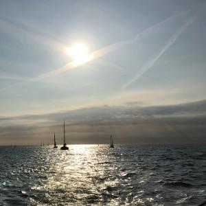 3 Segelschiffe auf dem Meer