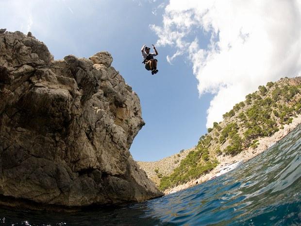 Klippenspringen während Canyonings auf der Insel Mallorca