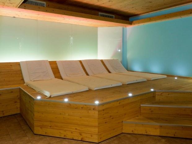 Entspannung im Liegen zwischen den Saunagängen