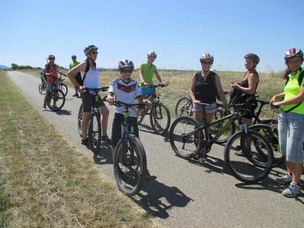 Pause bei einer Radtour mit Familien als Teilnehmer