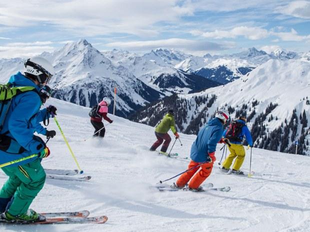 Skikurs Abfahrt Arlberg in Österreich