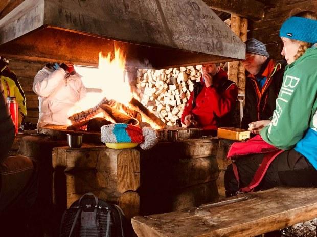 Lagerfeuer im Aktivcamp in Schweden