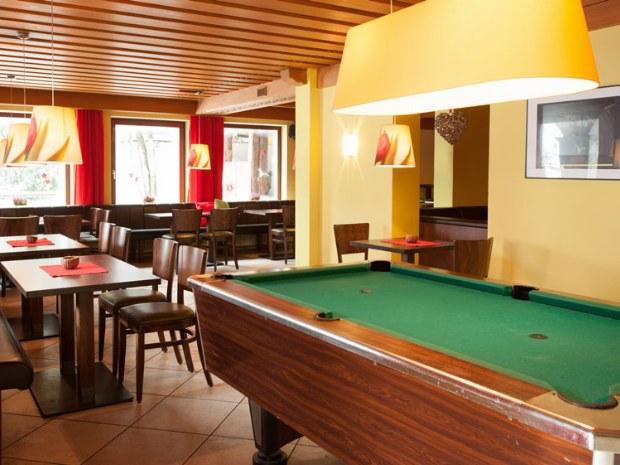 Großen Lounge- und Barbereich