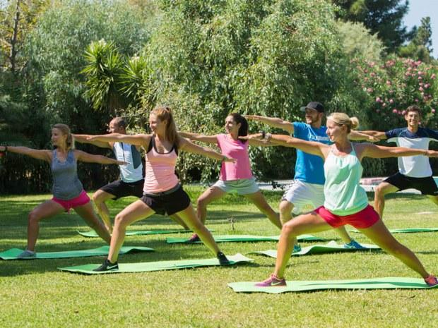 Yoga Sportkurs draußen