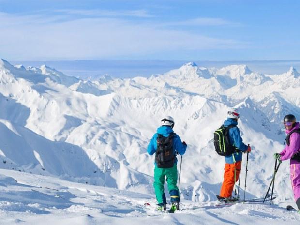 Skiabfahrt in Arlberg Österreich
