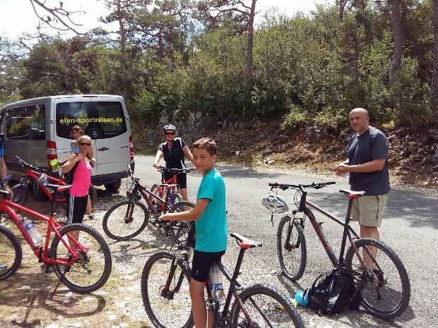 Start einer Familienradtour im Familiencamp