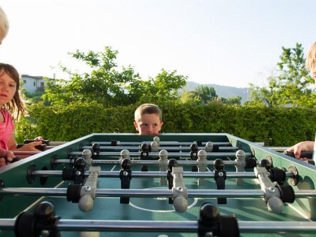 Kickern im Außenbereichs des Sporthotels