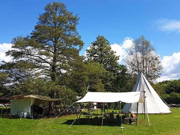 Camp auf dem Campingplatz