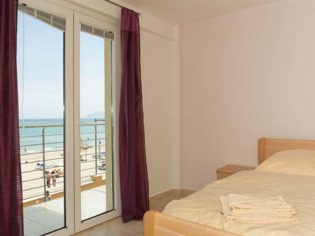 Doppelzimmer mit Balkon und Meerblick