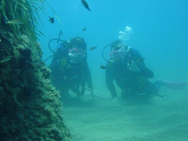 Taucher auf Meeresgrund an Amalfiküste in Süditalien, Wassersport