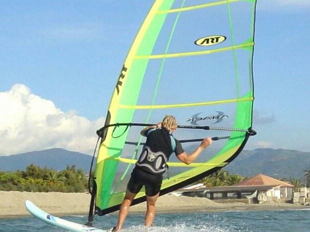 Wassersport: Windsurfen an der Amalfiküste in Süditalien