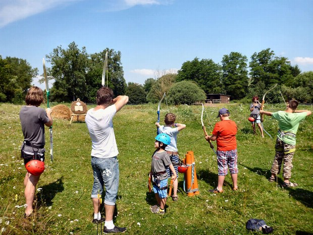 Bogenschießen im Familiencamp