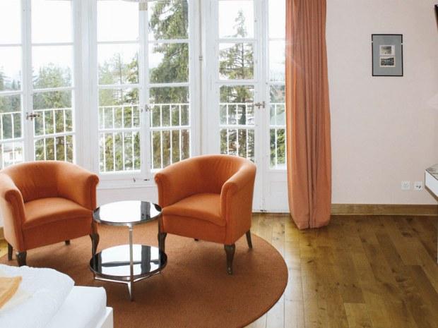 Ausblick aus Hotelzimmer im Hotel im Skiurlaub in Crans Montana in der Schweiz