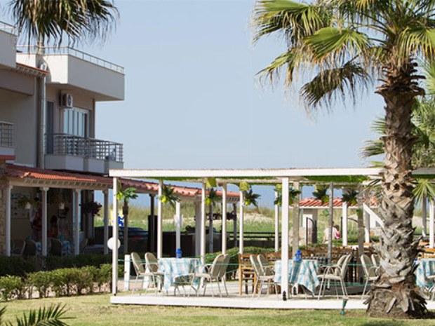 Außenansicht auf das Gebäude und das Restaurant
