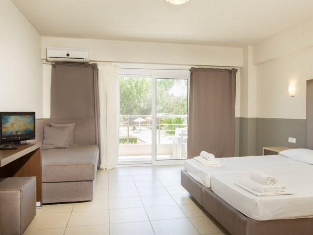 Doppelzimmer mit Balkon im Sporthotel