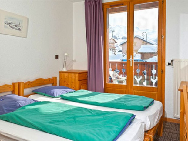 Beispiel eines Zweibettzimmers im Sportclub Les Fontanettes im Skiurlaub in Frankreich