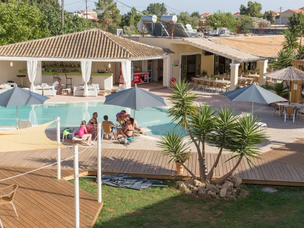 Sportclub Paradise auf Korfu: Poolansicht mit Poolbar.