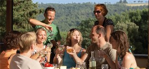 italienische Spezialitäten bei Picknick in der Toskana