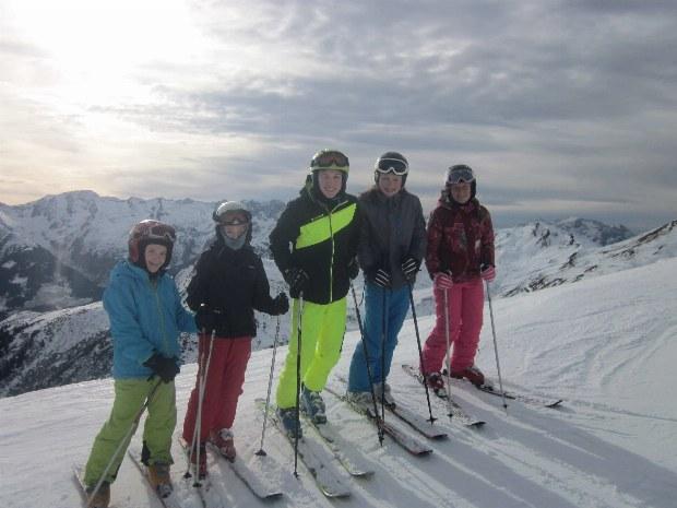Kinder und Jugendliche im Skikurs im Skigebiet Gerlos