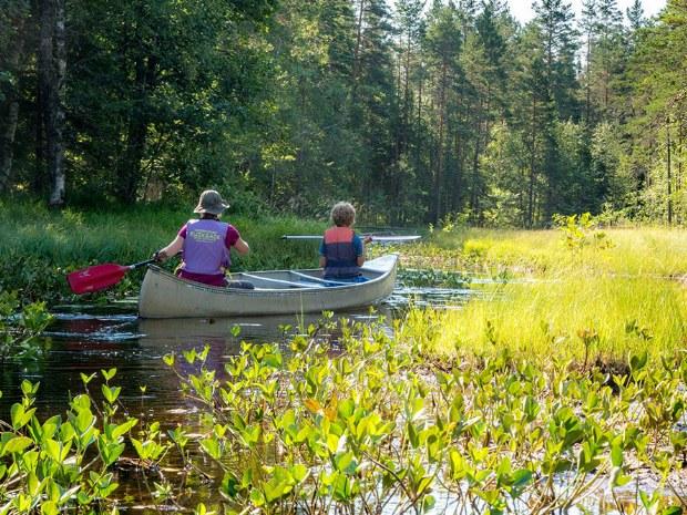 Kanufahrt im Familiencamp in Schweden