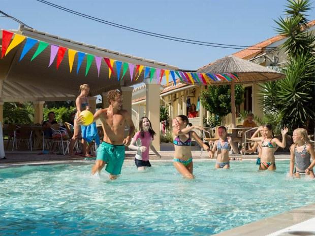 Wasserball im Pool