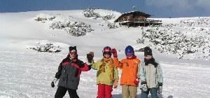 Jugendliche im Skikurs im Skigebiet Gerlos