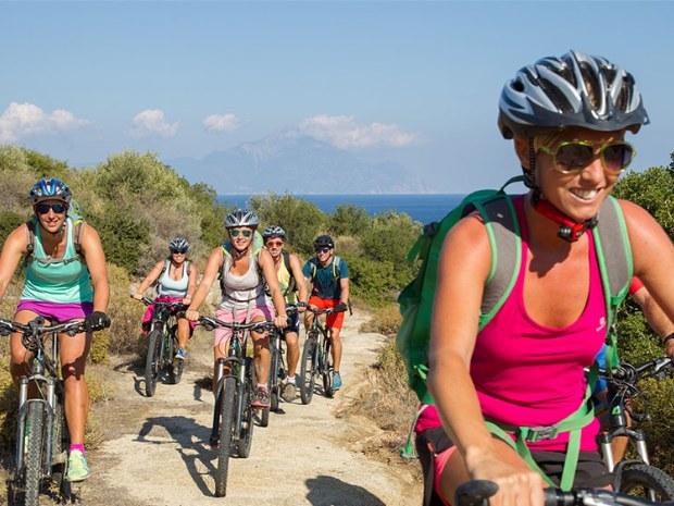 Fahrradtour übers Gelände von Sarti Beach