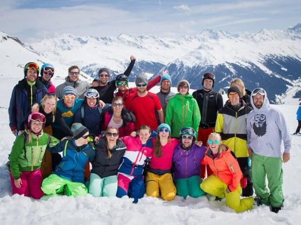 Skifahren in der Gruppe - neue Freunde gewinnen