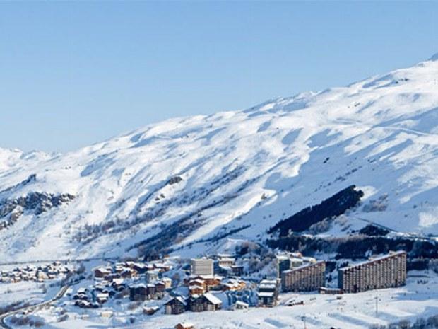 Blick auf den Ort Le Bettaix im Skiurlaub in Frankreich