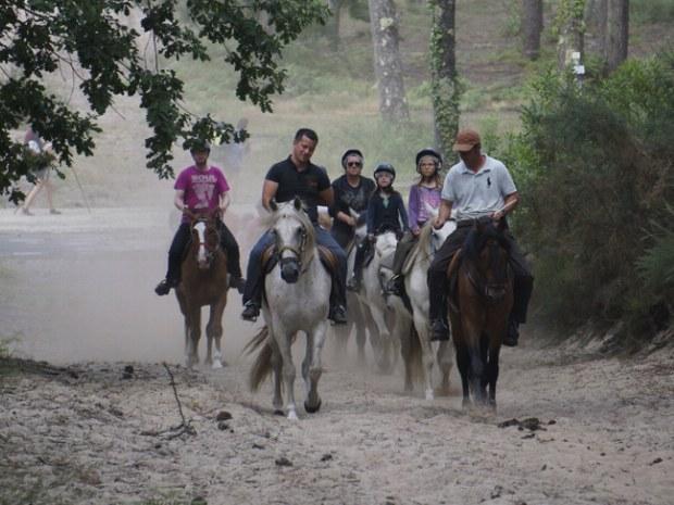Reitergruppe von Teilnehmern des Seaside Camps