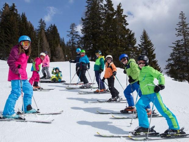 Kinderskischule im Schnee