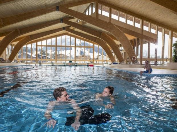 Das Sportzentrum Gstaad bietet diverse Möglichkeiten den Skitag ausklingen zu lassen oder bei schlechtem Wetter die Seele baumeln lassen