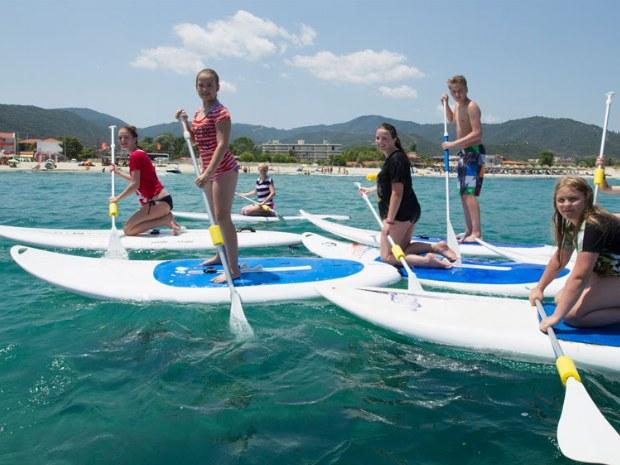 Stand-up-paddeln auf dem Meer