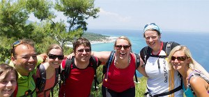 Wanderer an Küste der Halbinsel Chalkidiki