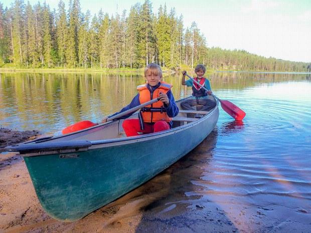 Kanu fahren im Aktivcamp in Schweden