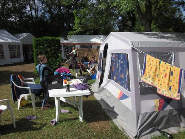 Steilwandzelt im Familiencamp Bretagne von elan sportreisen