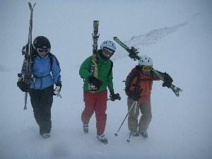Skifahrer im Schnee im Skigebiet Bad Hofgastein