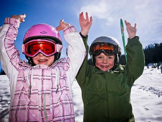 Kinder haben Spaß im Skiurlaub in Garfrescha/Montafon