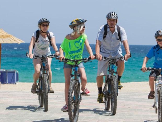 Familienradtour im Sportclub in Griechenland