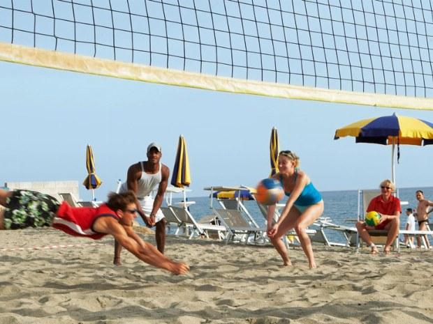 Volleyballmatch am Strand