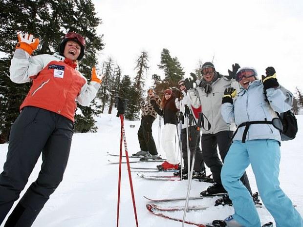 Erwachsene im Skikurs im Skiurlaub in Flims-Laax in der Schweiz