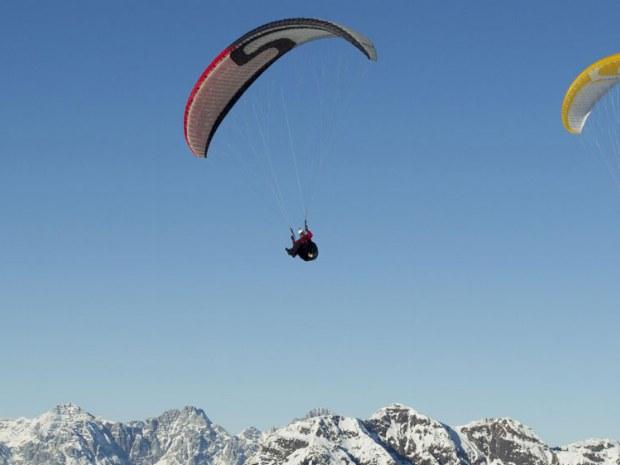 Paragliding über dem Skicircus Saalbach Hinterglemm