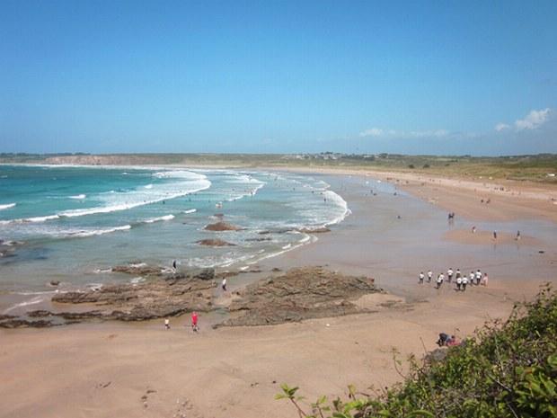 Strand des Surfcamp Bretagne von oben
