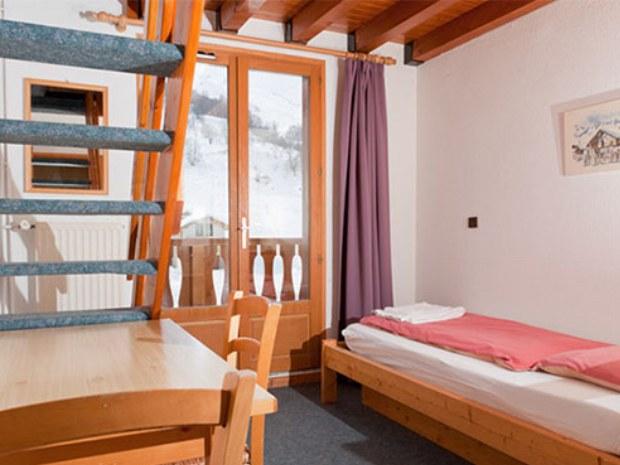 Beispiel eines Zimmers im Sportclub im Skiurlaub in Le Bettaix in Frankreich