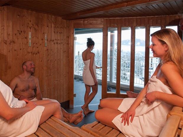 Sauna mit Ausblick im Sportclub Crans Montana